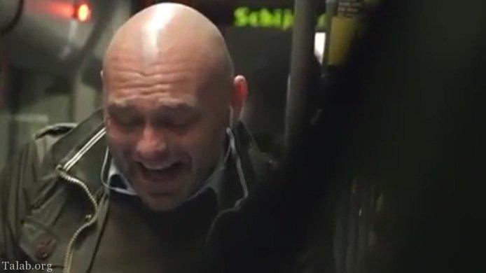 کلیپ دوربین مخفی از واکنش مردم در مترو به خندیدن این مرد