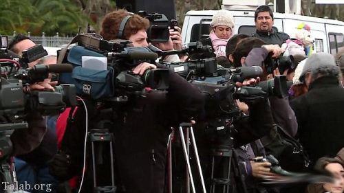 برهنه شدن زنان آرژانتین در خیابان ها جلوی دوربین خبرنگاران