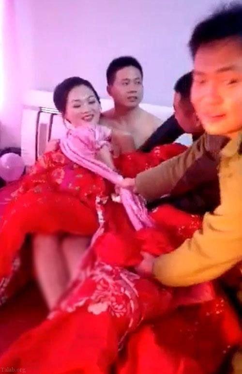 شب زفاف عروس و داماد لخت در حضور میهمانان عروسی (حجله)