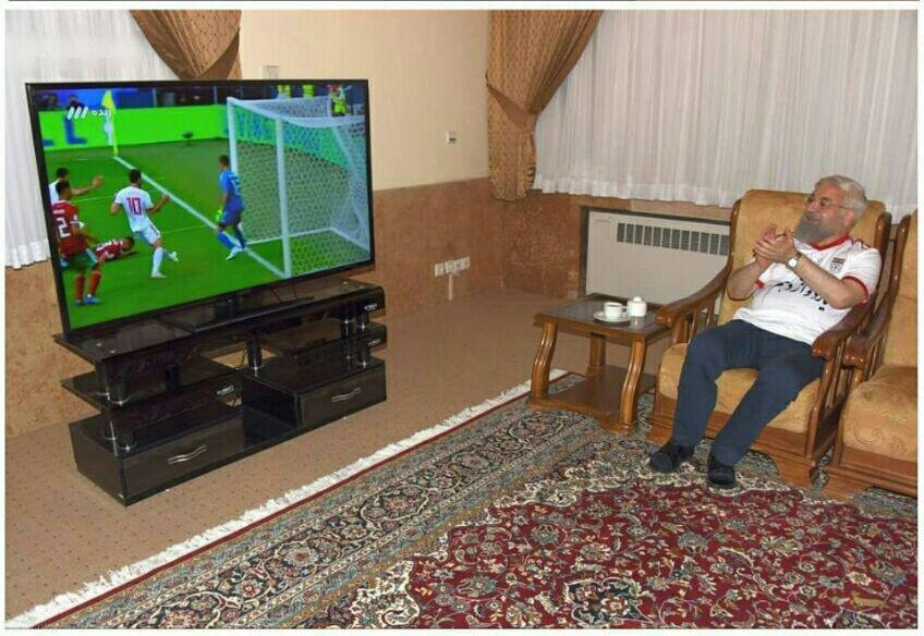 رییس جمهور در حال تماشای بازی ایران و مراکش (عکس)