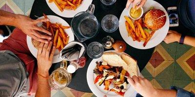 توصیه های ساده برای خوردن غذای سالم در رستوران