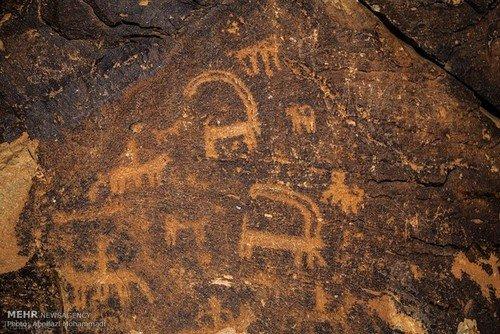 سنگ نگاره های 12000 ساله در کوه ارنان یزد (+عکس)