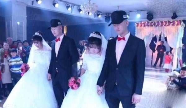 حامله شدن دو خواهر دوقلو در شب زفاف در یک اتاق + عکس