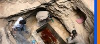 کشف مایع قرمز رنگ عجیب در تابوت 2000 ساله (عکس)
