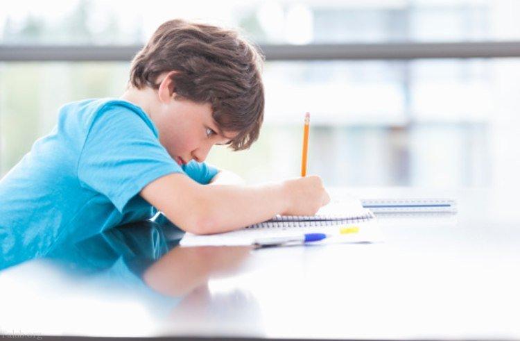 چند توصیه برای انجام بهتر تکالیف توسط دانش آموزان