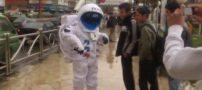 شخصی با لباس فضانوردان در تهران (فیلم)