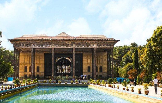 زیباترین کاخهای ایران در کدام شهرها واقع شده؟