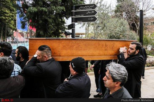 حضور گسترده مردم و هنرمندان در مراسم خاکسپاری جمشید مشایخی