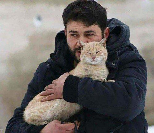 این شخص مشهور است به مرد گربه ای (عکس)