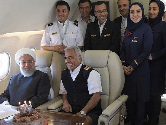 جشن تولد 71 سالگی رئیس جمهور در هواپیما (عکس)