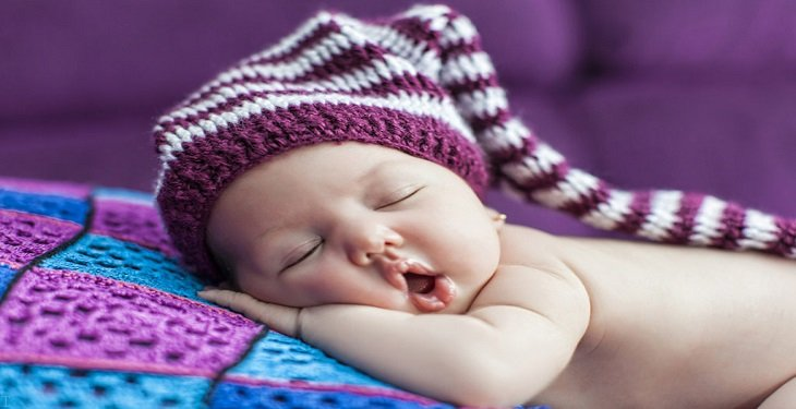 9 اشتباه رایج که والدین هنگام خواباندن نوزاد مرتکب می شوند