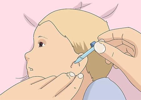 چگونه گوش نوزاد را تمیز کنیم ؟ (آموزش + عکس)