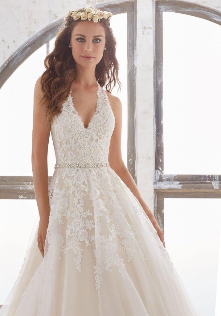 لباس عروس مناسب شما باید چگونه باشد؟