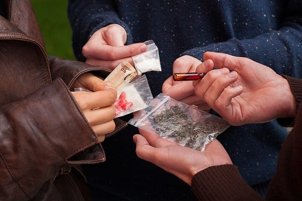 نشانه های اعتیاد به مواد مخدر و مواد روانگردان