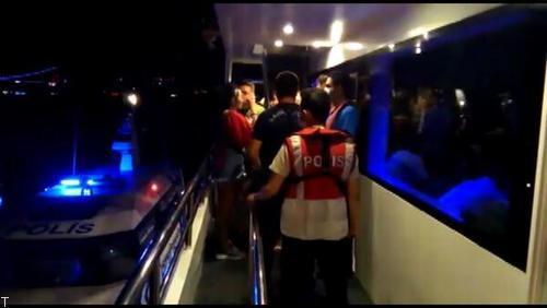 برخورد پلیس با 70 نفر در یک پارتی شبانه در کشتی (عکس)
