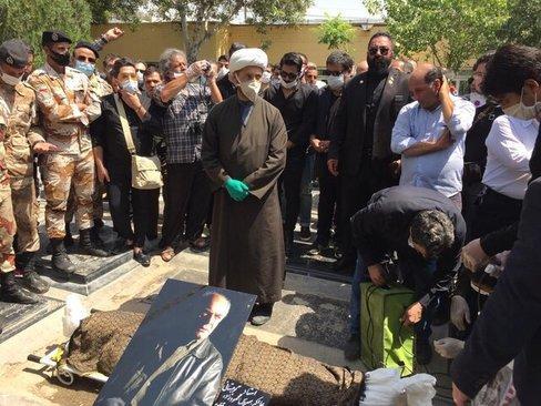 مراسم خاکسپاری سیروس گرجستانی (عکس)