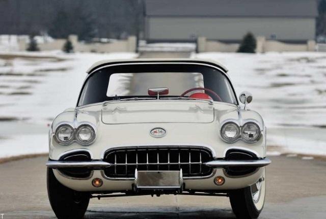 جذاب ترین خودروهای قدیمی جهان با 4 چراغ جلو (عکس)