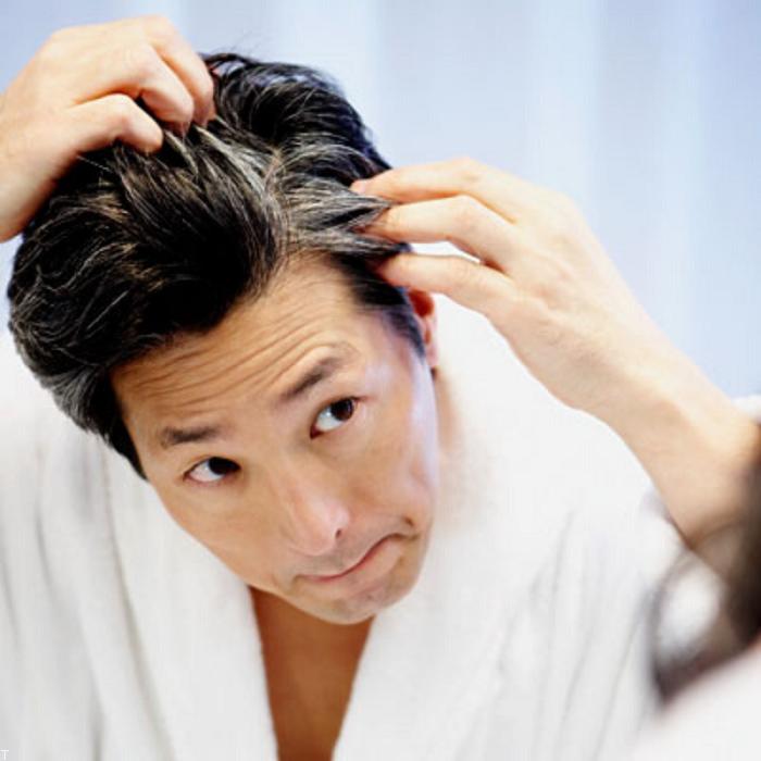 عوامل سفید شدن مو و راهکار های مقابله با آن